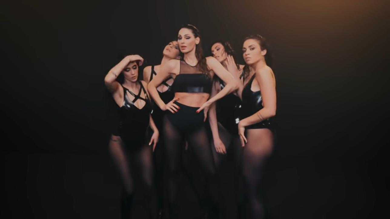Anna Tatangelo sensuale e grintosa per il nuovo singolo