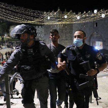 Gerusalemme, violenti scontri sul Monte del Tempio: feriti
