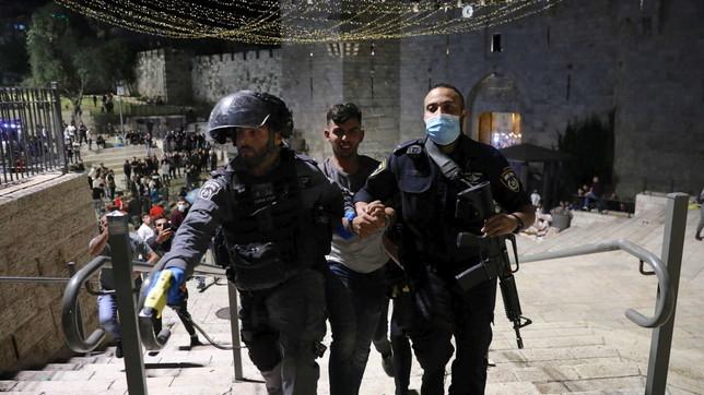 Gerusalemme, violenti scontri sulla Spianata delle Moschee: feriti