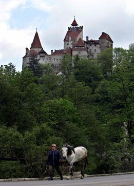 Il castello di Dracula diventa un centro vaccini anti-Covidper turisti