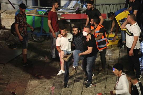 Scontri alla Spianata delle Moschee: decine di feriti