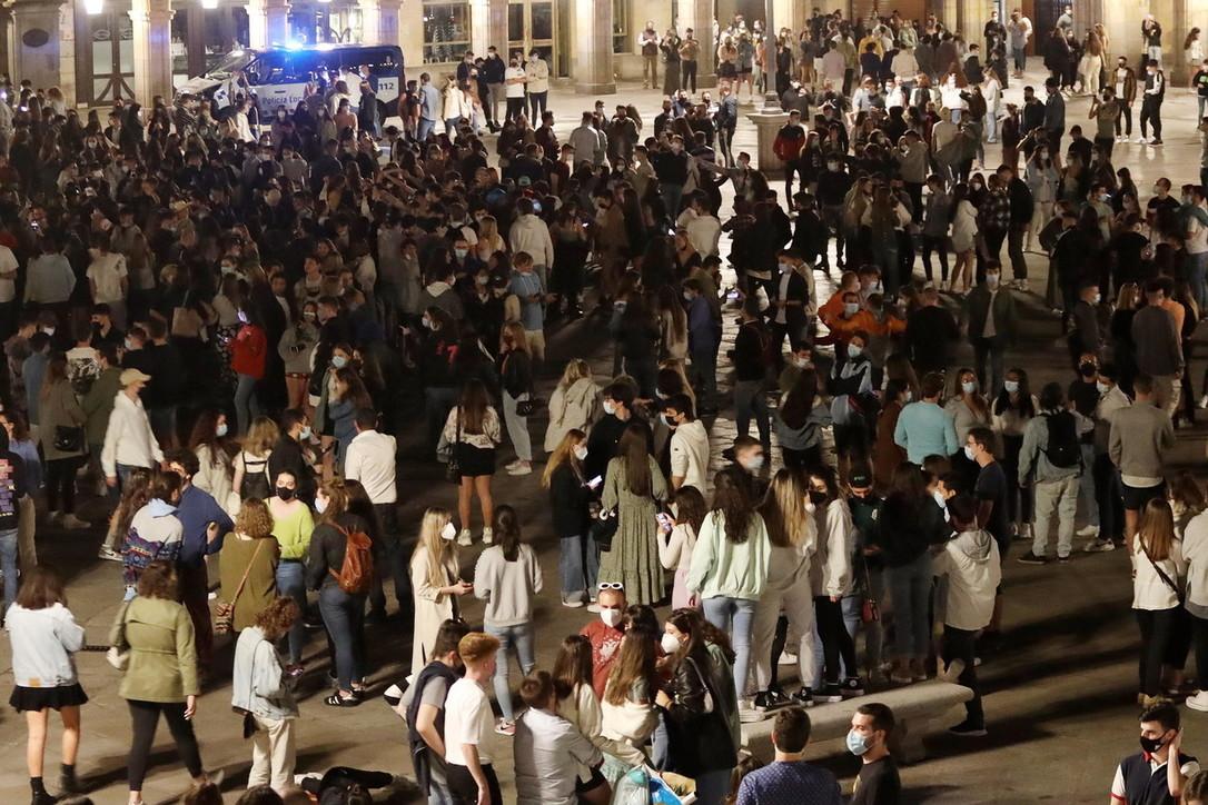 Covid, in Spagna addio al coprifuoco: nelle grandi città esplode la festa