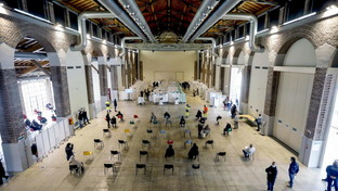 Vaccini anti Covid: in Lombardia boom di prenotazioni degli under 60