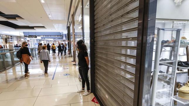 Covid, protestano i centri commerciali: serrata per 30mila negozi
