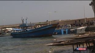 Migranti, protesta a Lampedusa