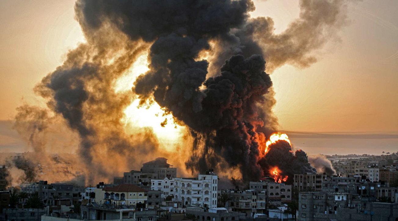 Pioggia di razzi su Israele, raid su Gaza