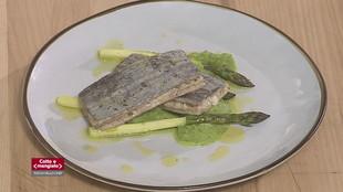 Pesce sciabola al vapore con crema di zucchine e asparagi