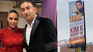 Proposta di nozze su un mega cartellone, il magnate prova a conquistare Kim Kardashian