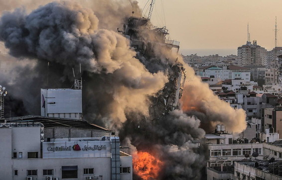 Gaza messa a ferro e fuoco dai raid israeliani