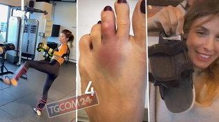 Infortunio per Elisabetta Canalis: dito del piede rotto, ecco come ha fatto