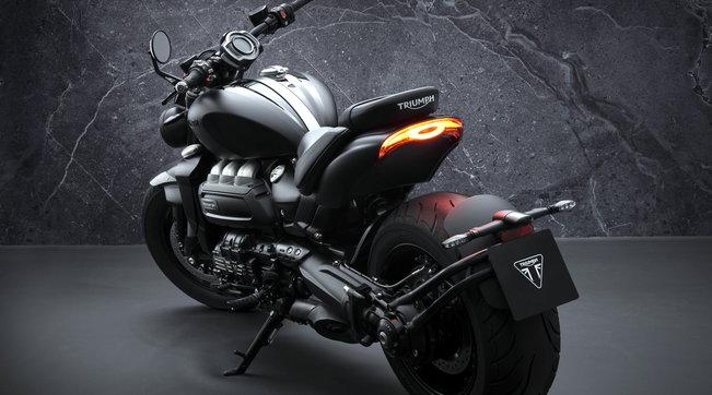 """Il """"razzo"""" inglese nelle versioni R Black e GT Triple Black"""