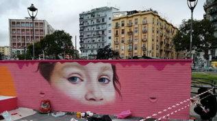 Napoli, un murale per Noemi