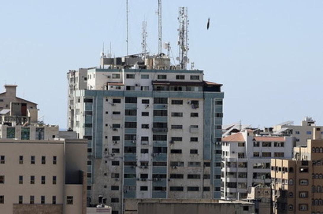 Raid su Gaza: Israele colpisce il grattacielo Al Jala, sede dei media