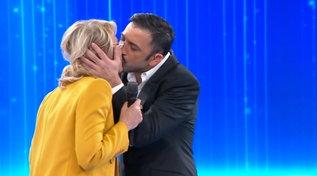 """Pio e Amedeo omaggiano i 20 anni di """"Amici"""" e baciano Maria De Filippi"""