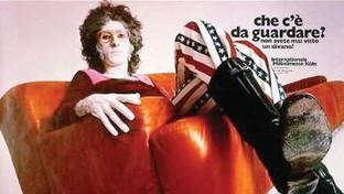 Quando Battiato pubblicizzò un divano negli anni 70: la foto simbolo di un'epoca