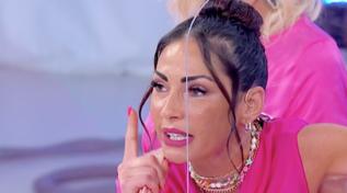 """""""Uomini e Donne"""", Ida Platano contro Riccardo Guarnieri: """"Mi devi chiedere scusa"""""""