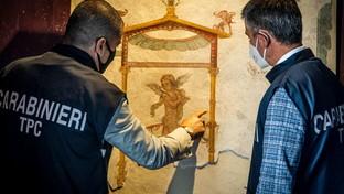 Pompei, restituiti gli affreschi rubati: ritrovati dai carabinieri, stavano per essere venduti a stranieri