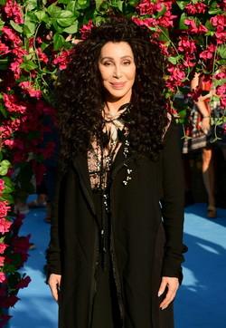 """Buon compleanno Cher, la diva """"trasformista"""" compie 75 anni: guardala negli scatti più belli della sua carriera"""