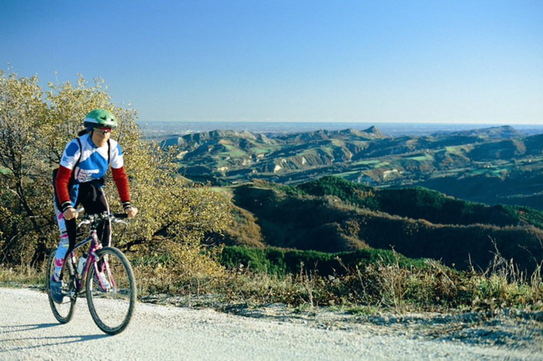 A piedi o in bici: 16 percorsi tra Emilia e Romagna