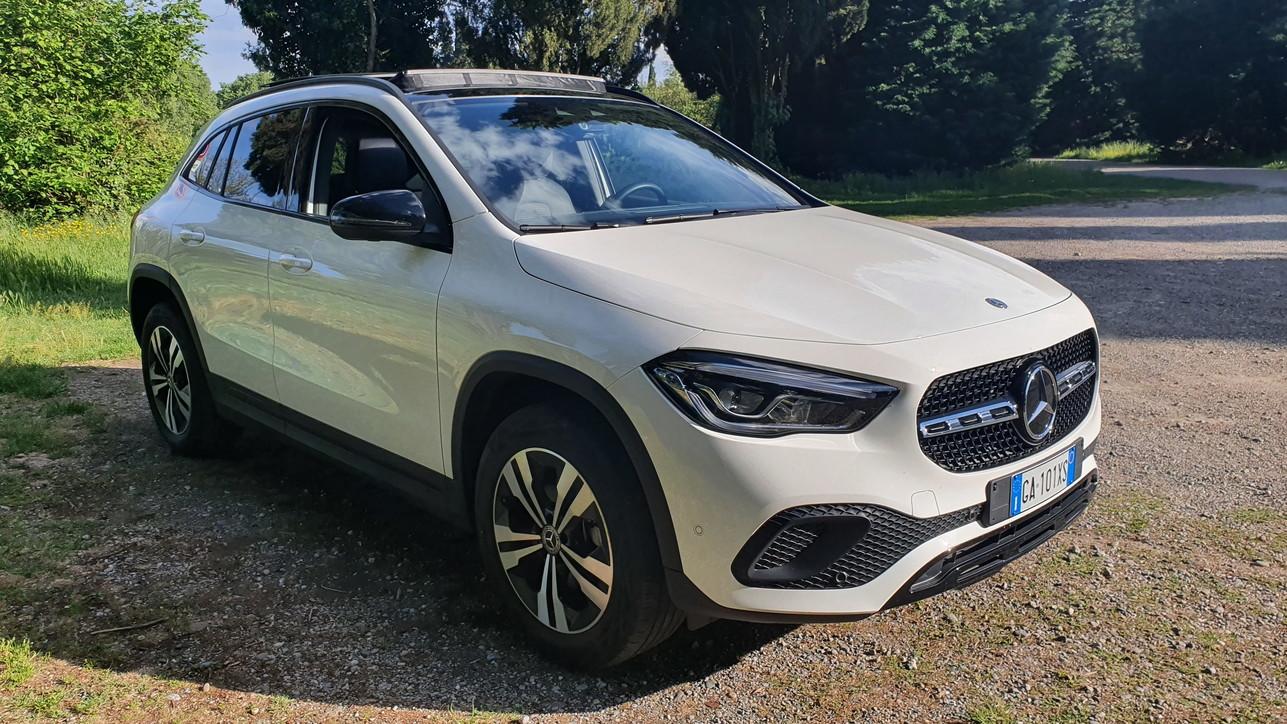 Nuova Mercedes GLA strizza l'occhio alle donne