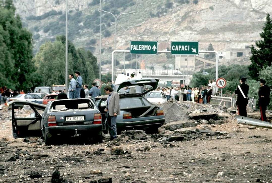 L'italia ricorda il sacrificio del giudice Falcone: la strage il 23 maggio 1992
