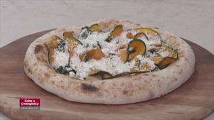 Bomboloni, branzino in crosta e porcini e pizza tonda con parmigiana di stagione