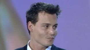 Johnny Depp oggi compie 58 anni: eccolo ritirare il Telegatto nel 1997