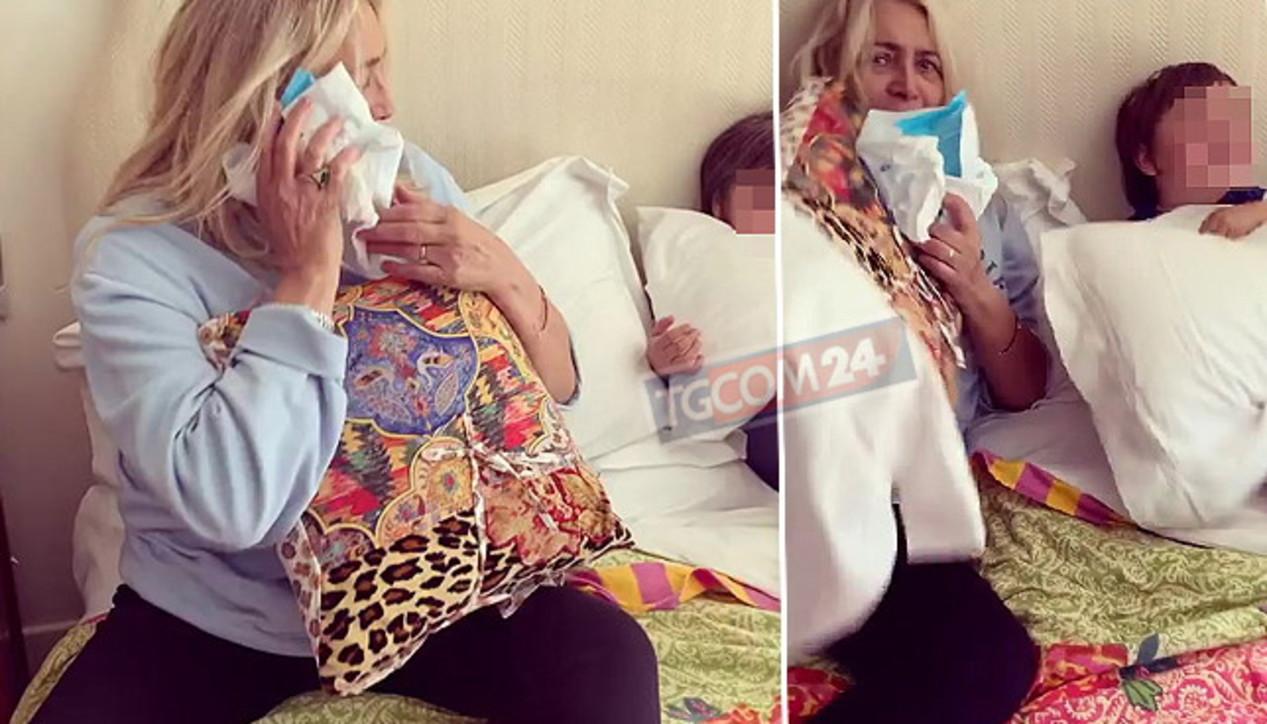 Mara Venier in convalescenza gioca con il nipotino