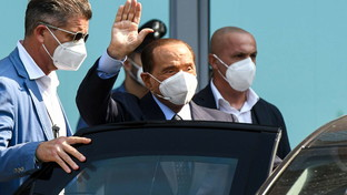 Silvio Berlusconi lascia il San Raffaele dopo il precedente ricovero