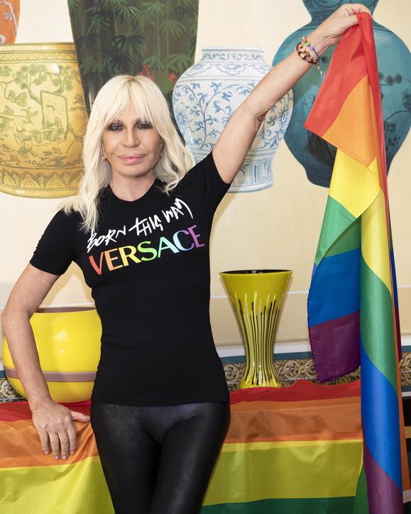 Pride Month 2021, la moda si tinge dei colori dell'arcobaleno