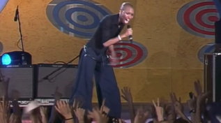 """Quando gli Skunk Anansie cantarono """"Secretly"""" al """"Festivalbar"""" nel 1999"""