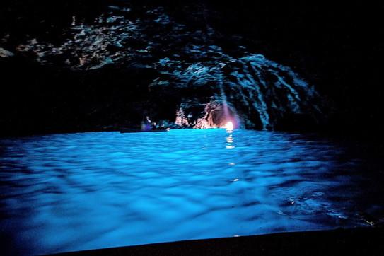 Turchesi, dorate, affascinanti: l'Europa e le sue grotte marine