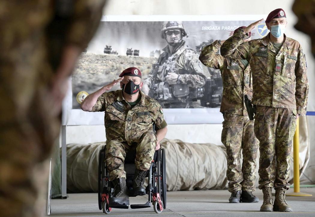 Afghanistan, ammaina bandiera per l'esercito italiano