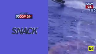Spagna, inseguimento con la polizia in mare: uomini sbalzati fuori dalla barca