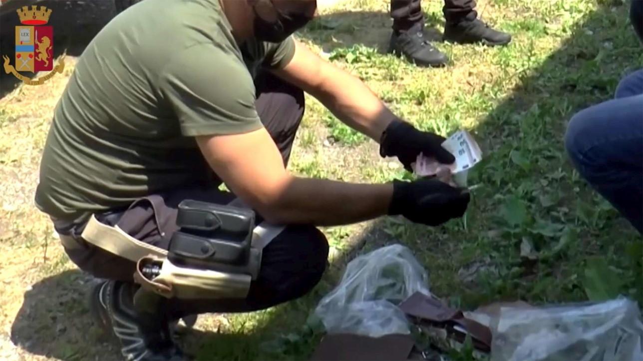 Terrorismo,documenti falsi a foreign fighter: arresti in Lombardia