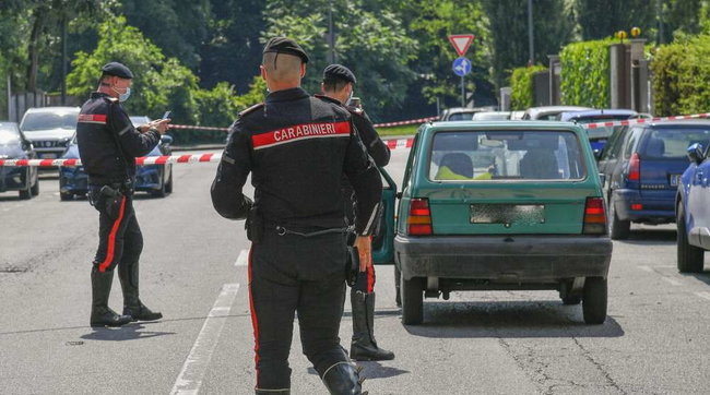 Milano, 55enne ucciso in auto: la moglie in stato di arresto