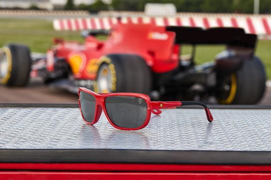 Occhiali da sole uomo: la collezione Ray-Ban for Scuderia Ferrari