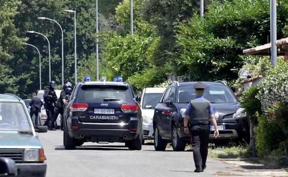 Sparatoria ad Ardea, morti un anziano e due fratellini