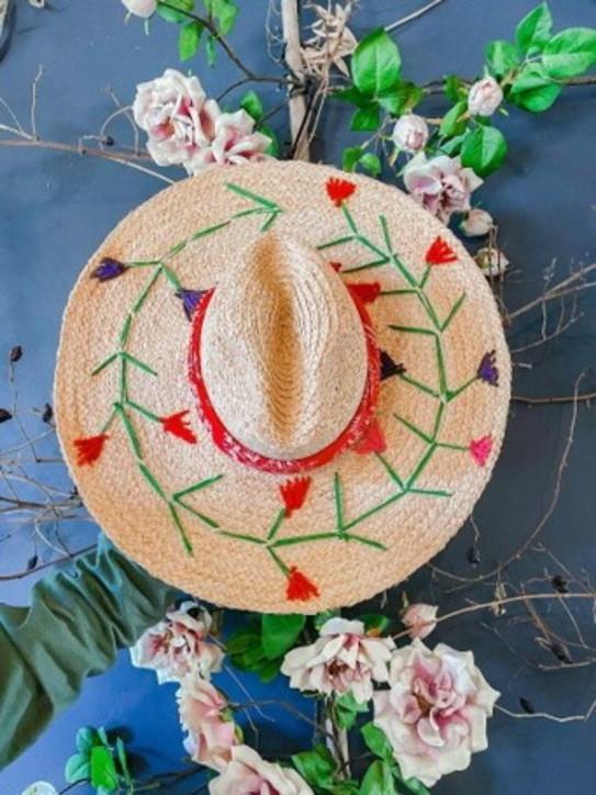 Carolina Cerani. Cappelli vitaminici per un'estate esplosiva