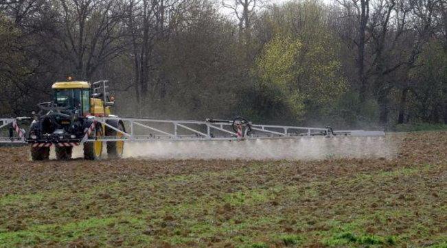 Svizzera respinge piano per bandire i pesticidi sintetici