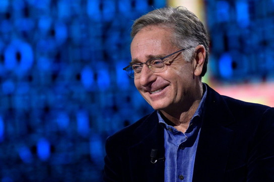 """I 60 anni di Paolo Bonolis, da """"Bim Bum Bam"""" ad """"Avanti un altro"""", mattatore della tv"""