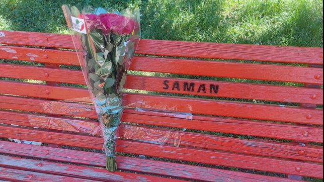 Una panchina rossa nel nome di Saman: a Milano l'omaggio alla pachistana scomparsa