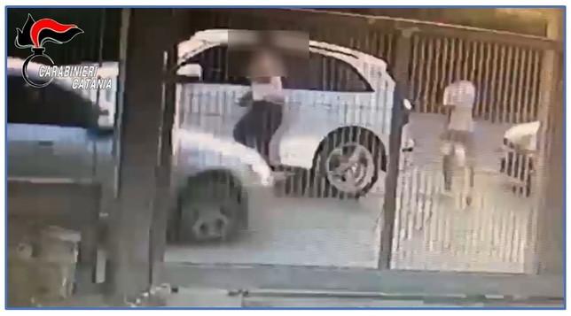Catania, folle lite familiare in centro a Palagonia: due arresti