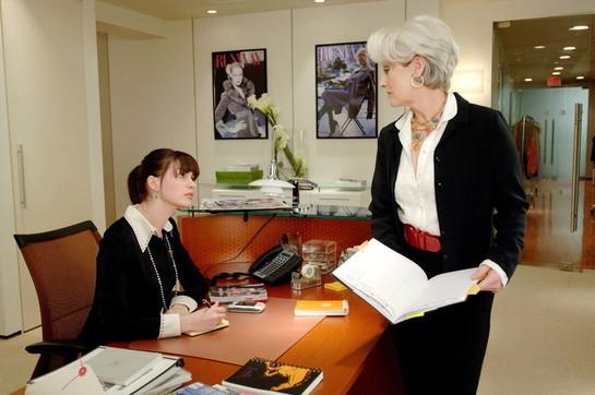 """""""Il diavolo veste Prada"""", le immagini del cult con Meryl StreepeAnne Hathaway"""