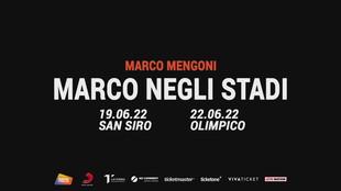 Marco Mengoni arriva a San Siro... pedalando