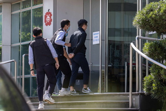 Hong Kong, arresti e perquisizioni all'Apple Daily