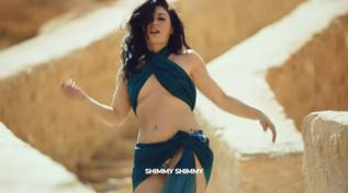 """Con """"Shimmy, Shimmy"""" Giusy Ferreri è la regina del deserto"""