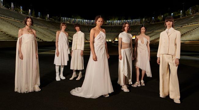 Moda, Dior Cruise 2022: tutti i look della sfilata ad Atene