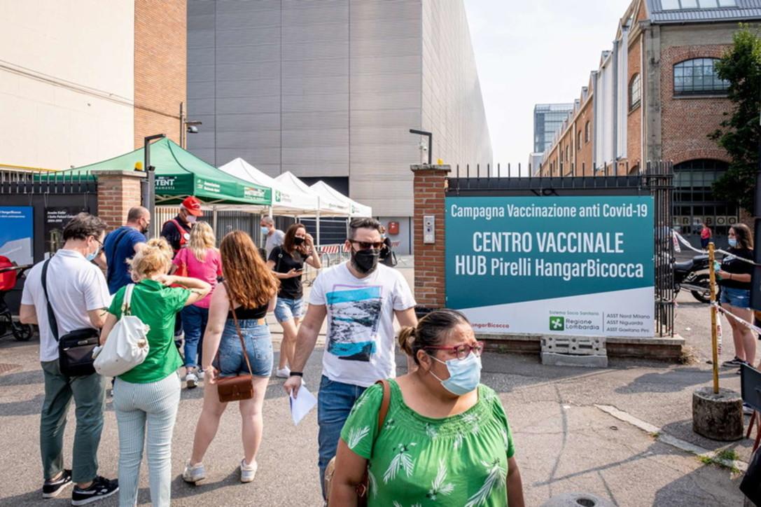 A Milano al via la vaccinazione eterologa all'hubHangar Bicocca