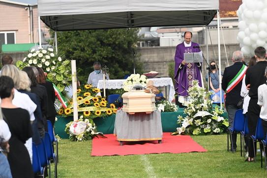 Il mondo dello spettacolo e della politica ai funerali di Michele Merlo